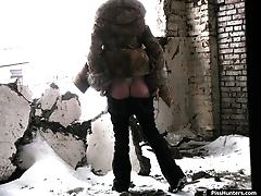 Winter voyeur gal in fur does a bold pee