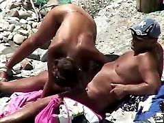 Unsuspecting naked beach babe gets caught on spy cam