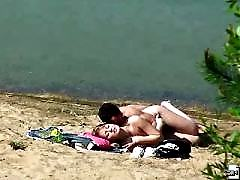 Itching dude doing the nasty with a babe on a beach